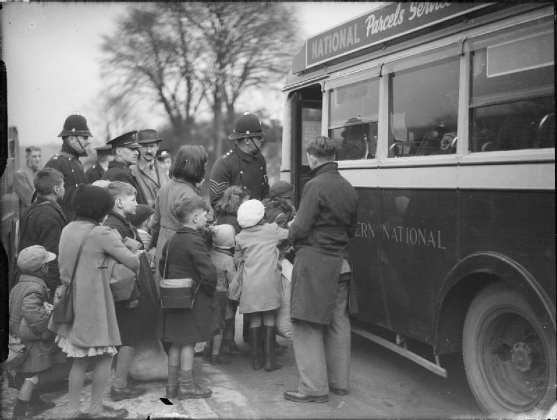 Evacuees_From_Bristol_To_Kingsbridge,_Devon,_1940_D2590